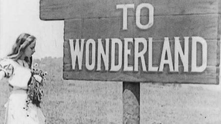 1915_Alice_in_Wonderland_178