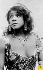 Аида Овертон Уокер (Aida Overton Walker) (1880-1914) - афроамериканская актриса, певица, танцовщица, первая чернокожая женщина-хореограф.