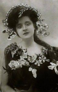 Билли Бёрк (Billie Burke) (1884-1970) - американская актриса, известная по постановкам на Бродвее и ранним немым фильмам.