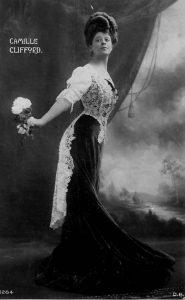 Камилла Клиффорд (Camille Clifford) (1885-1971) - американская актриса бельгийского происхождения. Наиболее известная модель из «девушек Гибсона».