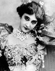 Каролина Отеро (Carolina Otero) (1868-1965) - французская певица и танцовщица испанского происхождения.