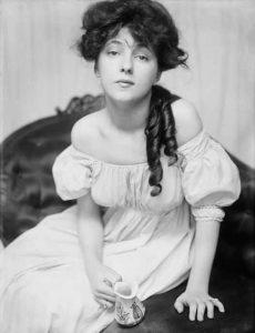 Эвелин Несбит (Evelyn Nesbit) (1884-1967) - популярная американская хористка и натурщица, одна из «девушек Гибсона».
