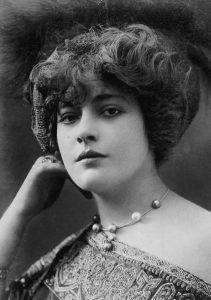 Женевьева Лантельм (Genevieve Lantelme) (1882-1911) - французская актриса, светская львица, куртизанка и икона моды 1900-х годов.