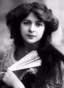 Джулия Джеймс (Julia James) (1890-1964) - английская актриса.