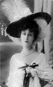Лиана де Пужи (Liane de Pougy) (1869-1950) - французская танцовщица, писательница и куртизанка.