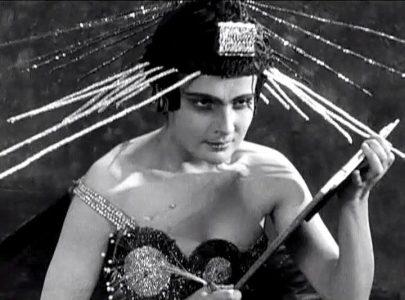 Юлия Солнцева (1901-1989) — советская актриса театра и кино, кинорежиссёр.