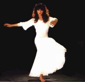 Kate_Bush_dance_1b