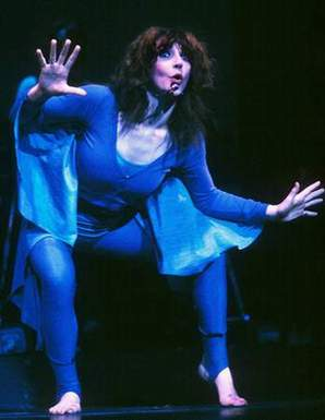 Kate_Bush_dance_3b