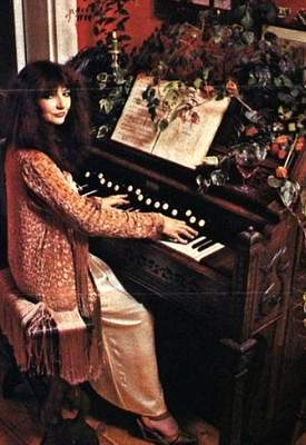 kate_bush_sing_play_1a