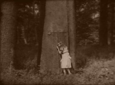 1915_Alice_in_Wonderland_106