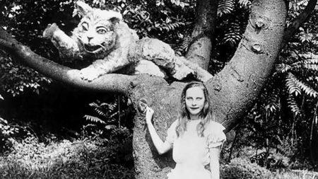 1915_Alice_in_Wonderland_183