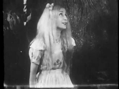 1931_Alice_in_Wonderland_225