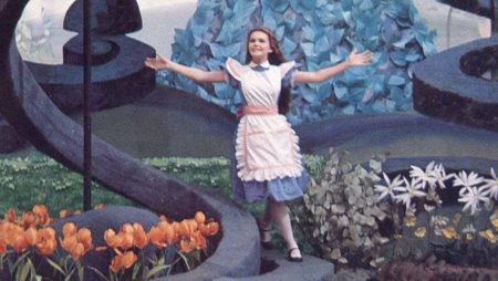 1972 _Alice_In_Wonderland_183