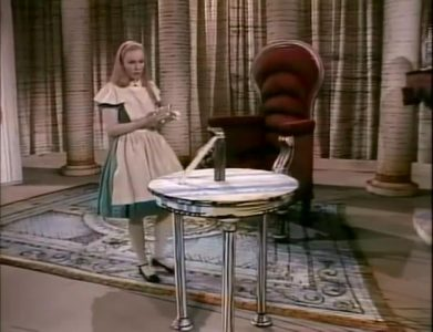 1983_Alice_in_Wonderland_210a