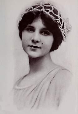 1910_Alice_in_Wonderland_Gladys_Hulette