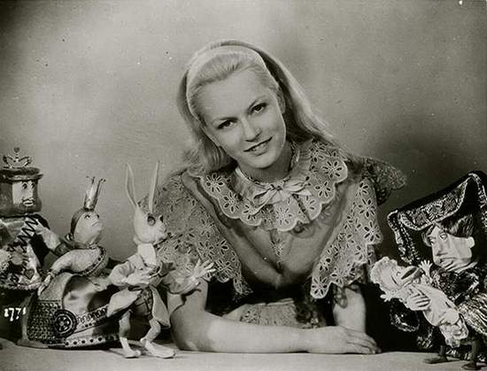 1949_Alice_In_Wonderland_Carol Marsh_1