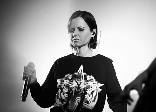 The_Cranberries_In_The_End_2019_09